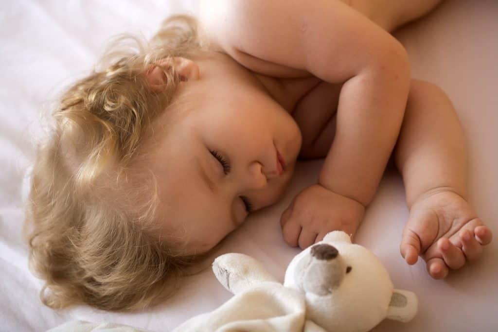 Enfant endormi, une belle nuit sans cauchemar pour cette petite fille